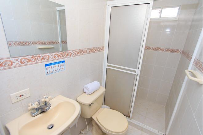 Hotel Marovi - Santa Marta - Bathroom