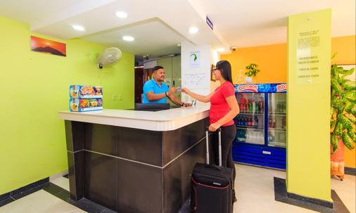 Hostal Parque Real Por Hotel Marovi - Santa Marta - Front desk