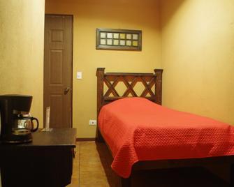 Melrost Airport Bed & Breakfast - Alajuela - Habitación