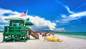 Siesta Key Beach Resort & Suites; Tiki & Pool - Sarasota - Playa