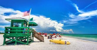 Siesta Key Beach Resort & Suites; Tiki & Pool - Sarasota - Strand