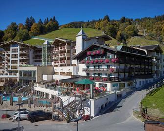 Stammhaus Wolf im Hotel Alpine Palace - Saalbach - Building