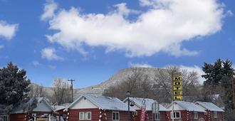 Roundtop Mountain Vista - Cabins and Motel - Thermopolis - Building