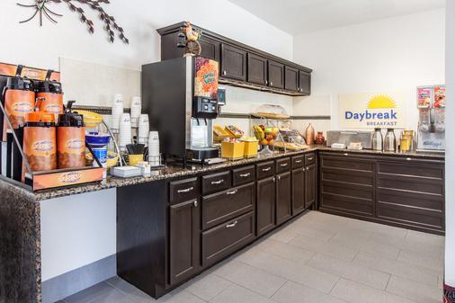 Days Inn by Wyndham Arlington - Arlington - Thức ăn