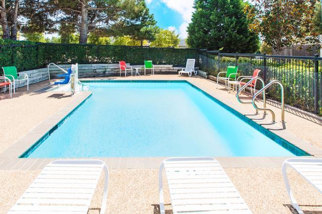 德克薩斯阿靈頓戴斯酒店 - 阿靈頓 - 阿靈頓 - 游泳池