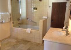 Forest Lodge - Carmel-by-the-Sea - Bathroom