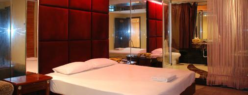 Out Sky Hotel - Huizhou - Bedroom