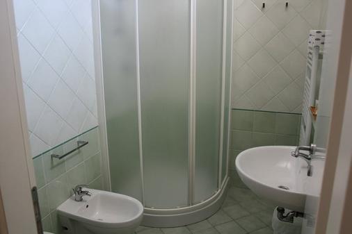 Hotel Sasselli - Cesenatico - Phòng tắm