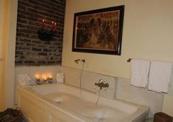Corners Mansion Inn- A Bed & Breakfast - Vicksburg - Phòng tắm