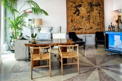 Lisboa Prata Boutique Hotel - Lisbon - Front desk
