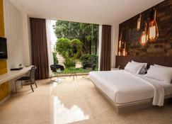 Fm7 Resort Hotel Jakarta - Tangerang City - Bedroom