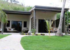 Mantaray Island Resort - Nanuya Balavu Island - Edificio