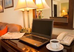巴塞羅馬拿瓜酒店 - 馬拿瓜 - 馬拿瓜 - 客房設備