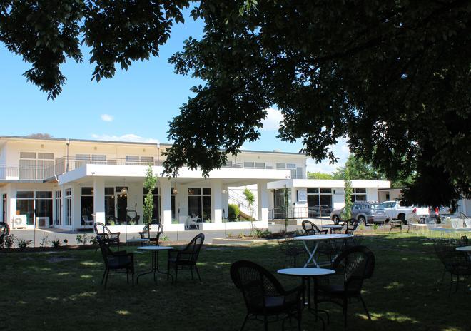 The Oriana, Orange - Orange - Edificio