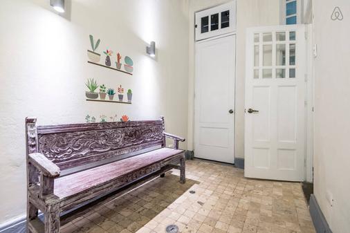 Autor I - Lima - Hallway