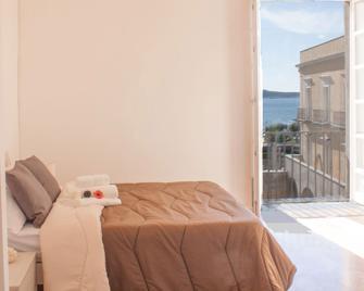Hotel Neronensis - Pozzuoli - Bedroom