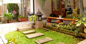 Rumah Asri Bed & Breakfast - Bandung - Outdoor view