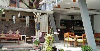 Rumah Asri Bed & Breakfast - Bandung - Restaurant