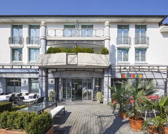 Hotel Fly Away - Kloten - Gebouw
