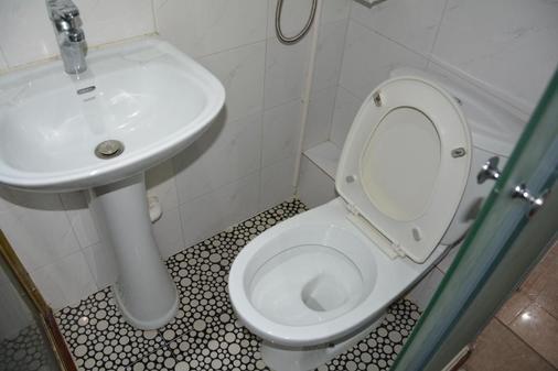 Merryland Guest House - Hong Kong - Bathroom