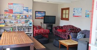 Mountain View Backpackers - Wanaka - Living room