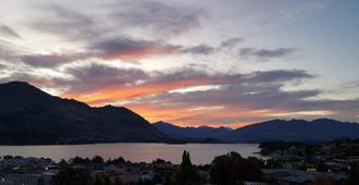 Mountain View Backpackers - Wanaka - Outdoor view