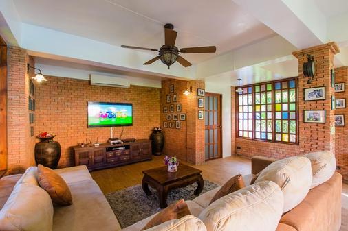 Lemon Tree Naturist Phuket Naiharn Beach - Phuket City - Living room