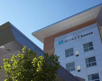 Hyatt House Chicago/Evanston - Evanston - Building