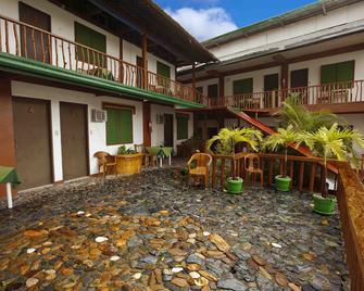 Badladz Dive Resort - Puerto Galera - Edificio