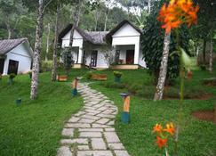 Niraamaya Retreats Cardamom Club - Thekkady - Bina
