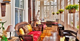 Akwaaba Mansion Bed & Breakfast - Бруклин - Гостиная