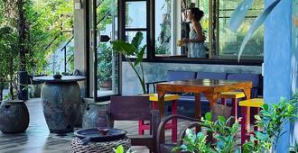 Gaya Café & Sleepover! Hostel - Ko Chang - Restaurant