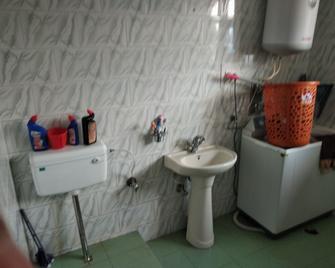 Gulsitara Guest House - Gulmarg - Bathroom