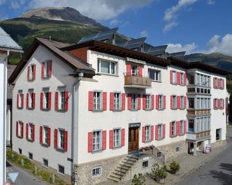 Hotel Trais Fluors - Celerina/Schlarigna - Building