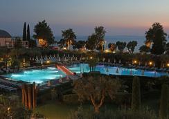 Hotel Caesius Thermae & Spa Resort - Bardolino - Πισίνα