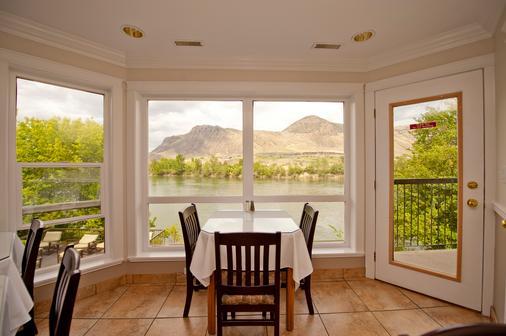 Riverland Inn & Suites - Kamloops - Dining room