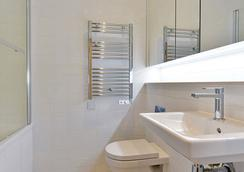 Swiss Cottage One - London - Bathroom