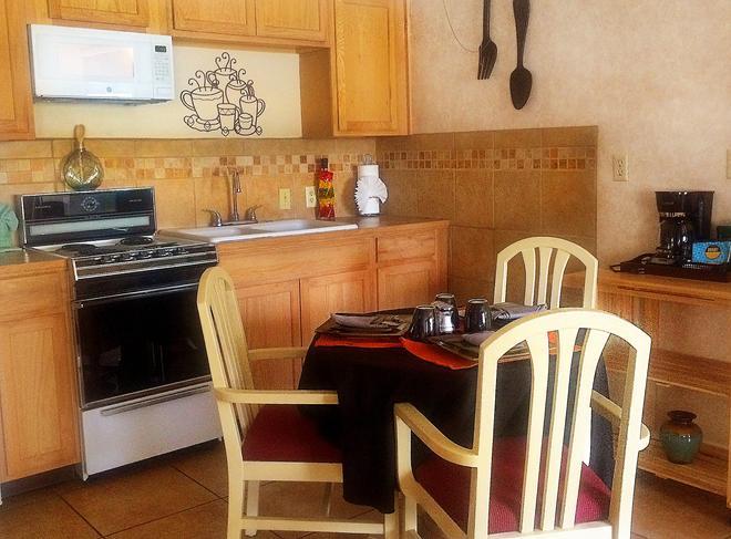 The Inn at Deep Canyon - Palm Desert - Kitchen