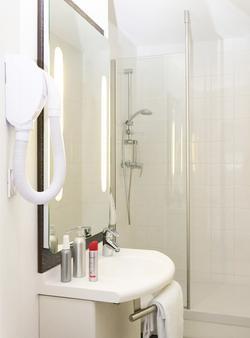Ibis Lorient Centre Gare - Lorient - Bathroom