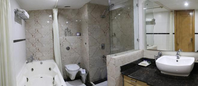 迪伊商標酒店度假村 - 新德里 - 新德里 - 浴室