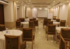 Dee Marks Hotel & Resorts - New Delhi - Ravintola