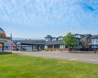Pictured Rocks Inn & Suites - Munising - Gebäude