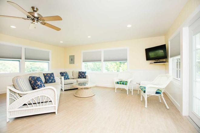 Beachview Cottages - Sanibel - Living room