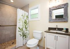 Beachview Cottages - Sanibel - Bathroom