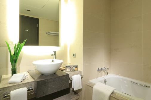 Park Taipei Hotel - Taipei - Bathroom