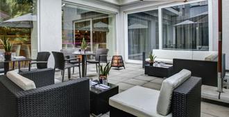 Fourside Hotel & Suites Vienna - Vienna - Patio