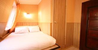 Art Galaktika Hotel - Moskau - Schlafzimmer