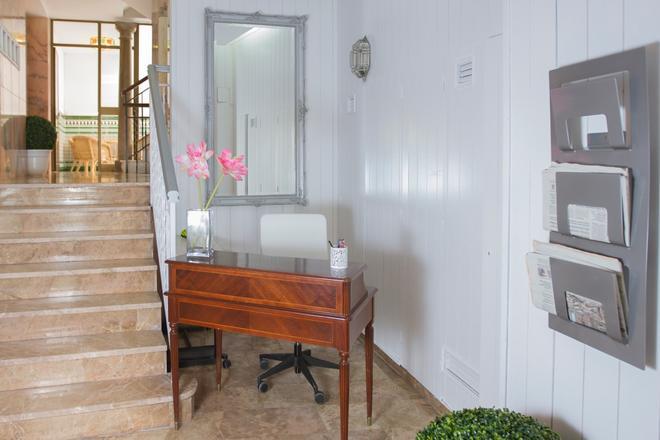 Alhambra Zoom - Granada - Lobby