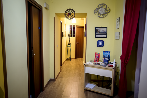 B&B Le 4 Stagioni Dante's Suites - Naples - Front desk
