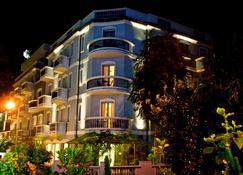 Hotel Sovrana & Re Aqva Spa - Rimini - Building